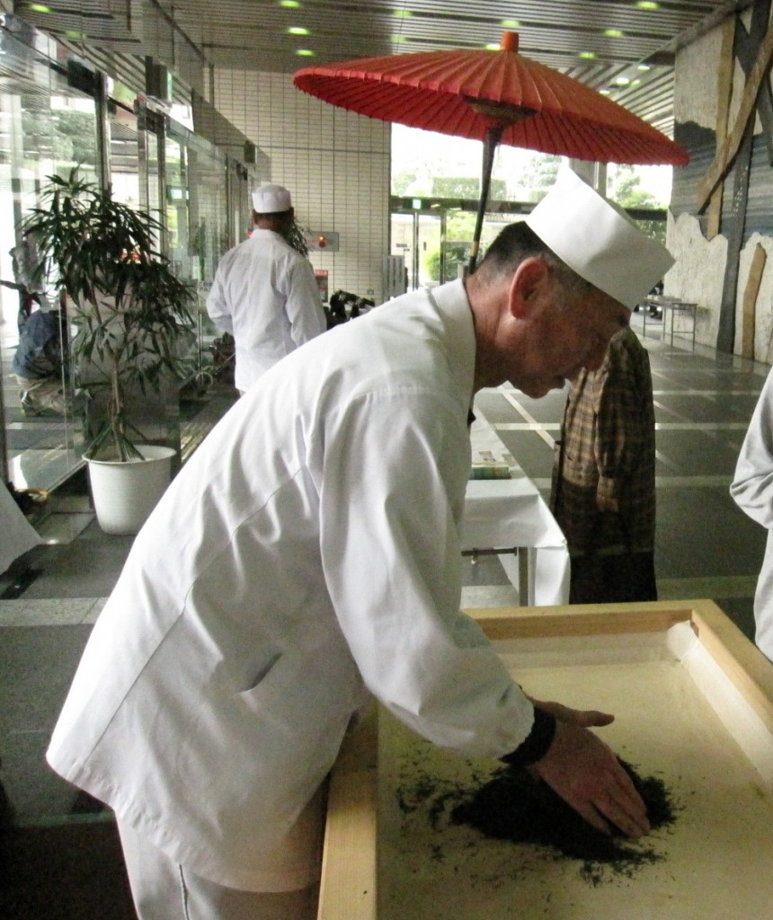 "5/14/15 (Saturday and Sunday) At Shizuoka Hobby Show, the image of the first ""hand-made tea"" demonstration of the first new tea"