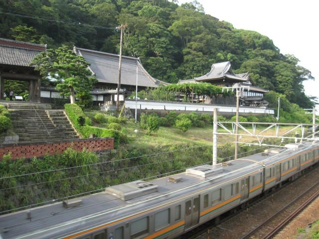 清美寺说茶清水正孝的开始。 JR 线通过环境。