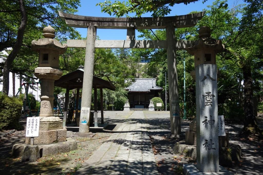 静岡茶市場と「八雲神社」の桜の画像