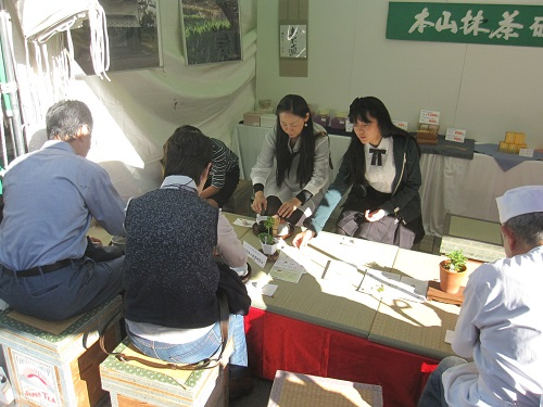 "Tea demonstrations and ""Brown hand buff experience"", corner of tea of Shizuoka city and delicious tea brewing classes."
