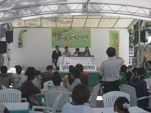 On the stage, a live broadcast of K-mix 'WONDER'69 in Shizuoka City Tea Festival) was held. Mayor Of Tanabe also appeared!