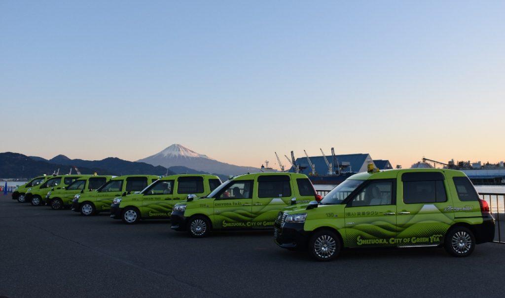 「お茶のまち静岡市」ラッピングユニバーサルデザインタクシーがお披露目されました!の画像